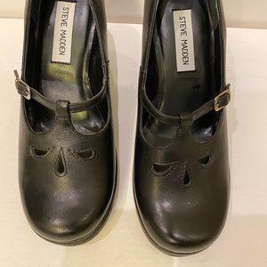 Steve Madden Shoes. Black leather. Size 7 1/2 B.